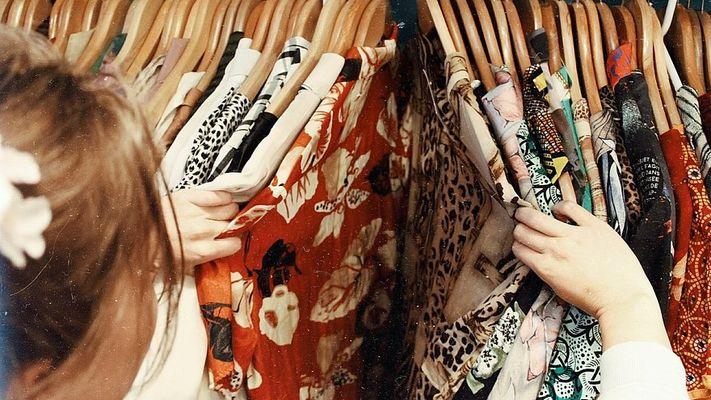 Ga je mee duurzaam shoppen in tweedehands kledingwinkels in Nederland?