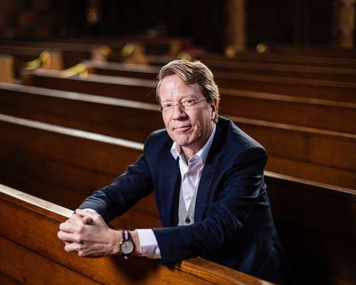 Gepassioneerde theoloog en predikant Ad van Nieuwpoort te gast in Levensbepalend