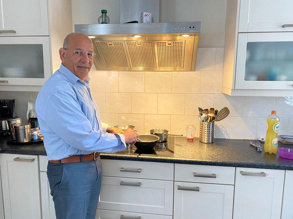 Orlando in de keuken aan het werk